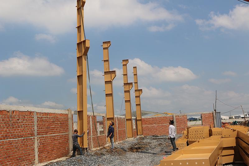 Cột đã thi công lắp dựng